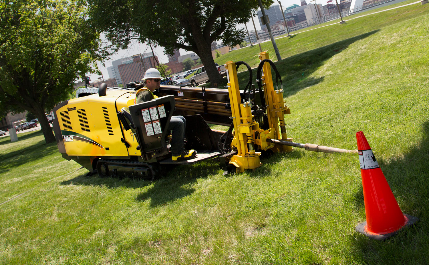 Vermeer D20x22 S3 horizontal directional drill in action